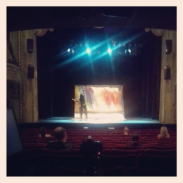 Here you can see the beginning of the painting and also the beautiful stage at Södra teatern in Stockholm.